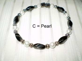 Woman Single 30.3: Black Twist + Pearl Round Magnetic Hematite Beadss