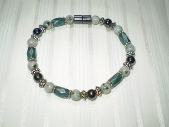 Woman Single 31.8: Blue Lotus Semi-Precious & Teal Faceted Tube Magnetic Hematite