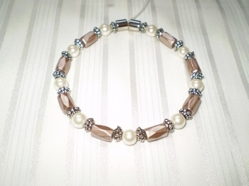 Woman Single 32.6: Taupe Faceted & Pearl Round Magnetic Hematite