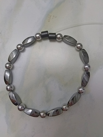Woman Single 30.20: Twist Black + Round Silver Magnetic Hematite