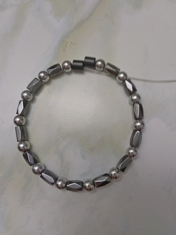 Woman Single 30.21: Hex Black + Round Silver Magnetic Hematite