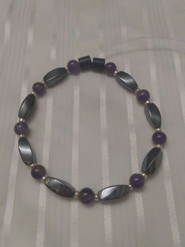 Woman Single 34.20: Amethyst + Twist Black Magnetic Hematite