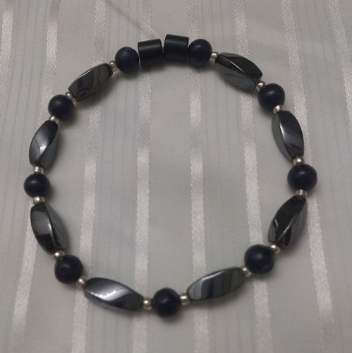 Woman Single 34.40: Blue Sand + Twist Magnetic Hematite