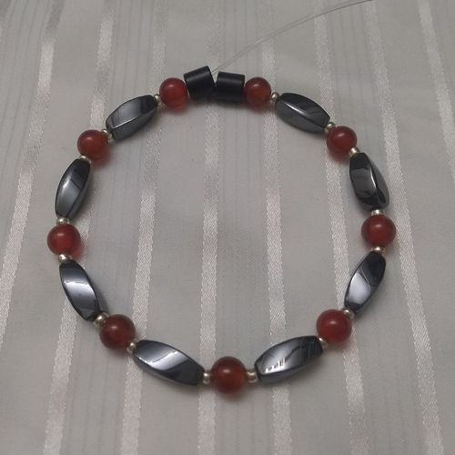 Woman Single 34.50: Carnelian + Twist Magnetic Hematite