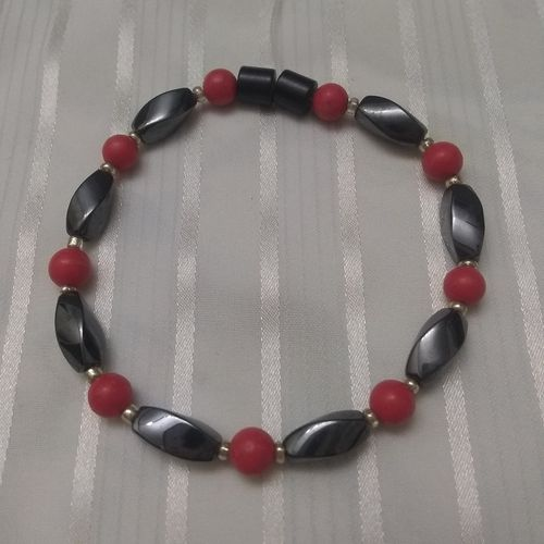 Woman Single 34.60: Coral + Twist Magnetic Hematite
