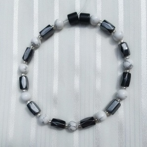 Woman Single 34.81: White Howlite + Hex  Magnetic Hematite