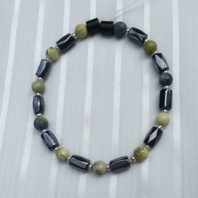Woman Single 34.91: Yellow Howlite + Hex Magnetic Hematite