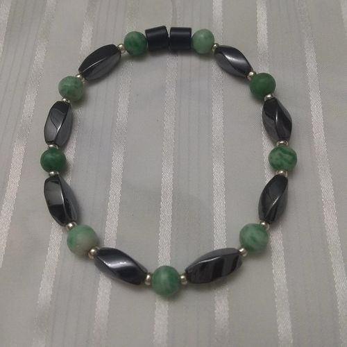Woman Single 35.10: Jade Qinghai + Twist Magnetic Hematite