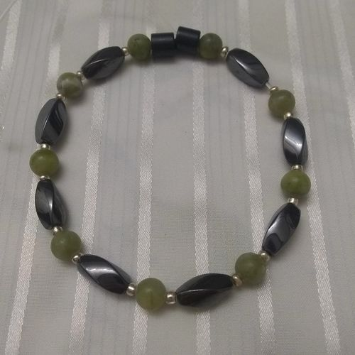 Woman Single 35.20: Jade Taiwan + Twist Magnetic Hematite