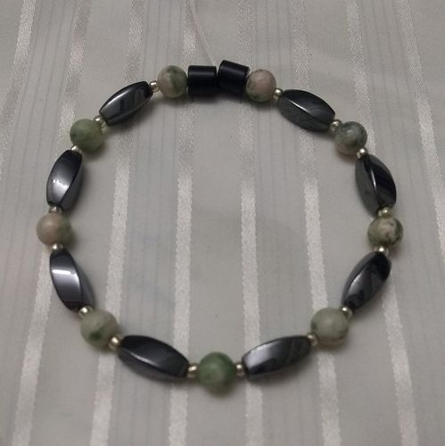 Woman Single 35.30: Jasper Green Lace + Twist Magnetic Hematite