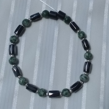 Woman Single 35.41: Jasper Green Spot + Hex Magnetic Hematite