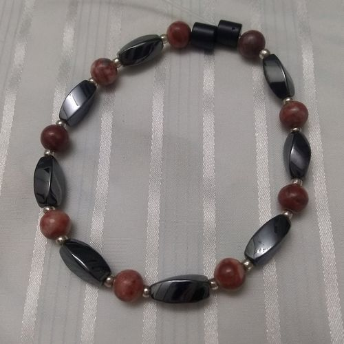 Woman Single 35.70: Jasper Red Leopard   + Twist Magnetic Hematite