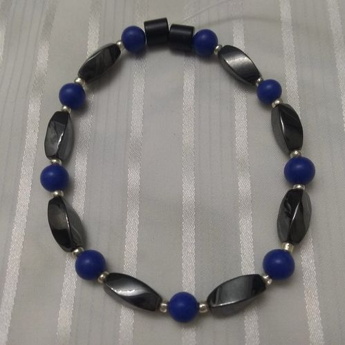 Woman Single 35.90: Lapis   + Twist Magnetic Hematite