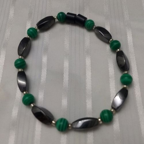 Woman Single 36.30: Malachite Green  + Twist Magnetic Hematite