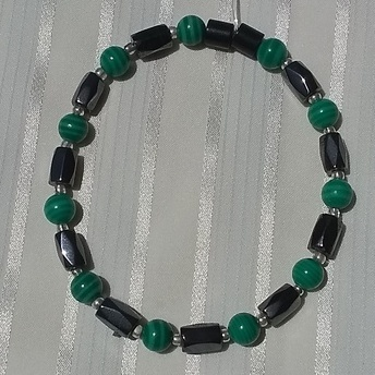 Woman Single 36.31: Malachite Green  + Hex  Magnetic Hematite